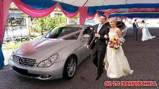 city wedding bridal white car transportation